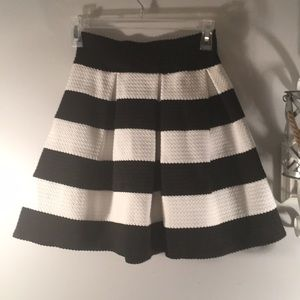 Adorable black and white striped pleated skirt